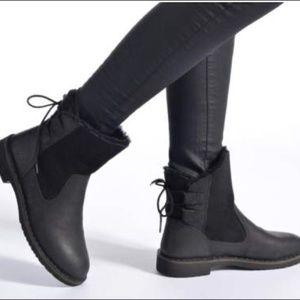 Ugg Naiyah Black Nubuck Leather Boot